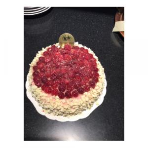 Hallondröm-tårta